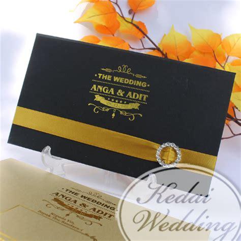 undangan pernikahan warna hitam
