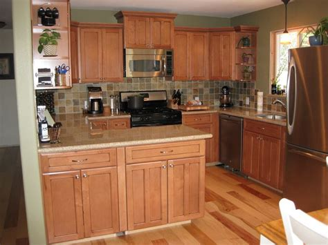 maple kitchen cabinets with granite countertops maple cabinets and hickory floors search 9729