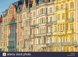 Art Deco Architektur : prager jugendstil architektur pastell farbigen jugendstil geb ude neben dem fluss vltava in ~ One.caynefoto.club Haus und Dekorationen