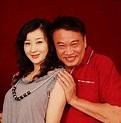 63歲吳孟達和第三任嬌妻近照,三次婚姻導致要負擔三個家庭開支 - 每日頭條