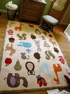 Tapis Chambre Enfant : le tapis chambre b b des couleurs vives et de l 39 imagination ~ Teatrodelosmanantiales.com Idées de Décoration