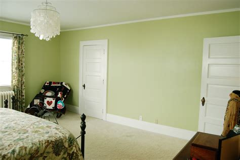 what colors go with green wall paint bedroom