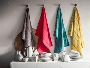 Torchon De Cuisine : linge de maison serviette nappe et torchon tendance pour la cuisine c t maison ~ Teatrodelosmanantiales.com Idées de Décoration