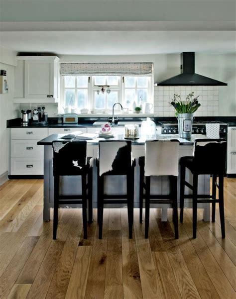 chaises bistrot pour  ilot de cuisine moderne