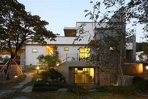 """Contemporary """"P House"""" in South Korea Embedded in a ..."""