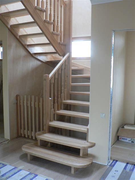 Kāpnes no ozola vai oša masīvkoka privātmājai K30 Kāpnes