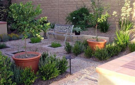 A Low Maintenance Charming Courtyard - Studio H Landscape