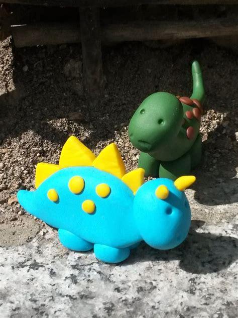 1000 id 233 es 224 propos de g 226 teaux d anniversaire de dinosaure sur g 226 teau de dinosaure