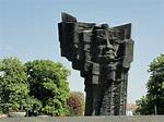 Płock-pomnik Władysława Broniewskiego - Garnek.pl