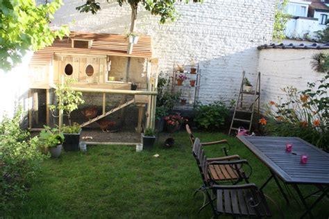 bragard veste cuisine osez les poules en ville dans un jardin bruxellois
