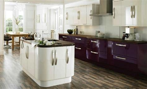 cuisine blanc et violet la déco cuisine 20 idées fraiches et modernes