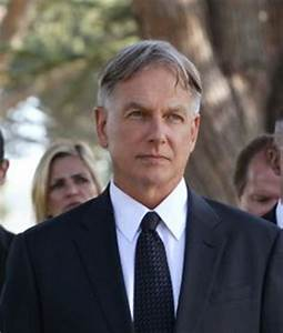 Mark Harmon with mother Elyse Knox, sisters Kristen and ...