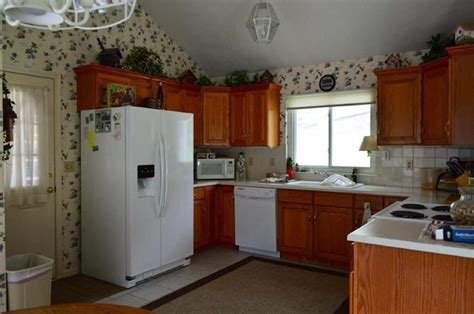 how to refresh oak kitchen cabinets updating a kitchen with oak cabinets without painting them 8861