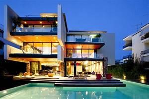 Luxurious Modern Mansion