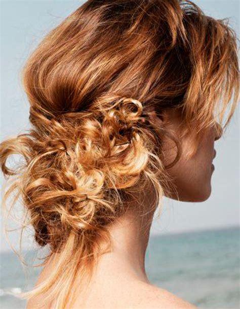 coiffure cheveux bouclés attachés coiffure de plage complexe 33 id 233 es pour une coiffure de plage