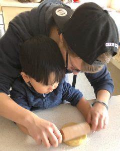 fluechtlingskinder treffen sich unter der leitung von