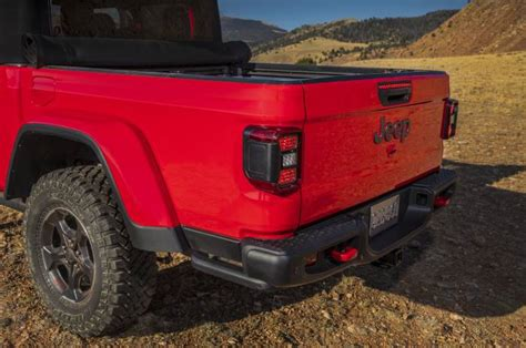 2020 Jeep Gladiator Bed Size by 2020 Jeep Gladiator The Solid Axle Open Air Truck Of