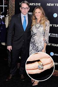 Sarah jessica parker engagement ring with large diamond for Sarah jessica parker wedding ring