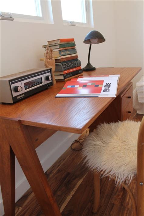 Office Desk Radio by Vintage Modern Desk With Radio Vintage Desk L Books