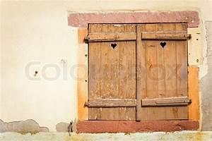 Fensterladen Selber Bauen : rustic window with wooden shutters stock photo colourbox ~ Articles-book.com Haus und Dekorationen