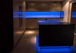 Küchenrückwand Glas Beleuchtet : led k chenr ckwand rgb led werkstatt gmbh ~ Frokenaadalensverden.com Haus und Dekorationen