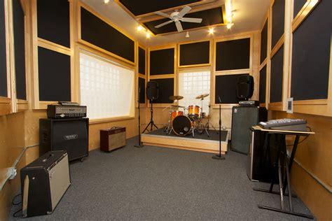 Hourly Rehearsal Studios  Chicago Room E2  Music Garage