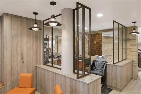 salon et cuisine dans la meme verrière et cloison vitrée atelier d 39 artiste finition couleur acier rouillé ou oxydé
