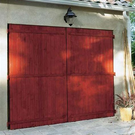 porte de garage battante en bois de chez lapeyre photo 1