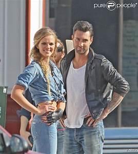 Adam Levine et sa girlfriend Anne Vyalitsyna...