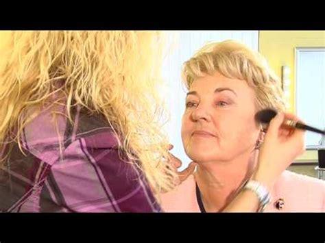 das richtige make up für helle haut das richtige make up f 252 r die reifere haut