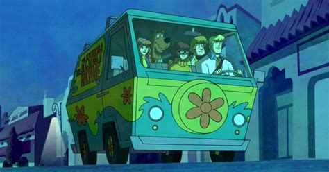 woman evades police  mystery machine  scooby doo