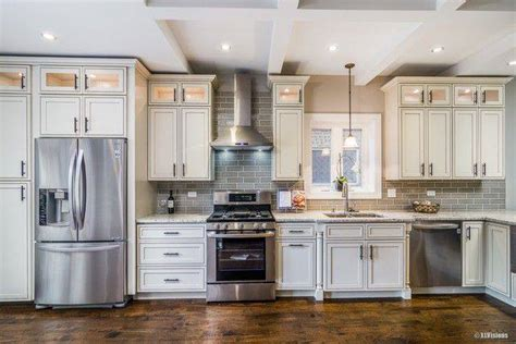 glazed maple kitchen cabinets pearl maple glazed h9 amf cabinets 3838