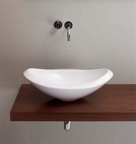 waschbecken mit holzplatte waschbecken aus keramik mit holzplatte idfdesign