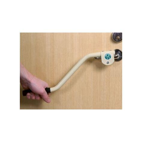 poignee de porte pour handicape prolongateur poign 233 e de porte et fen 234 tre