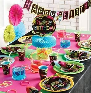Mottoparty Ideen Geburtstag : die besten 25 schwarzlicht party ideen auf pinterest neonparty rave party ideen und leuchtparty ~ Whattoseeinmadrid.com Haus und Dekorationen