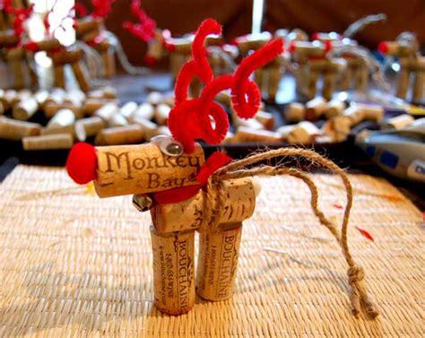 diy wine cork reindeer ornaments    christmas