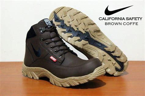 miliki sepatu boot safety nike california terbaru