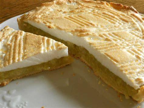 cuisiner de la rhubarbe tarte à la rhubarbe meringuée perlée facile et pas cher