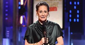 Laurie Metcalf Wins for 'Doll's House, Part 2′ at Tonys ...