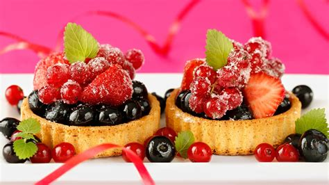 delicious cuisine delicious food dessert cake small berries strawberry
