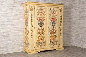 Decorated Tyrolean and Venetian Cupboards Archivi