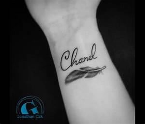 Tatouage Femme Poignet : tatouage plume femme graphicaderme ~ Melissatoandfro.com Idées de Décoration