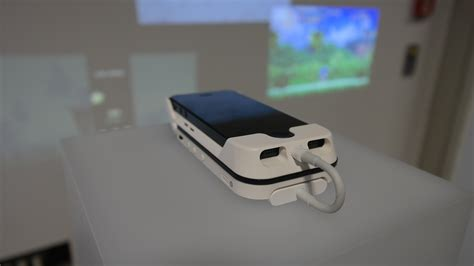 iphone 5 projector aiptek shows a combo projector battery pack for iphone