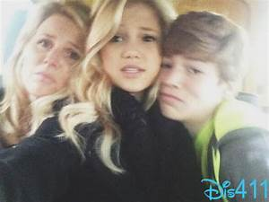 Photos: Olivia Holt With Her Family In New York City ...