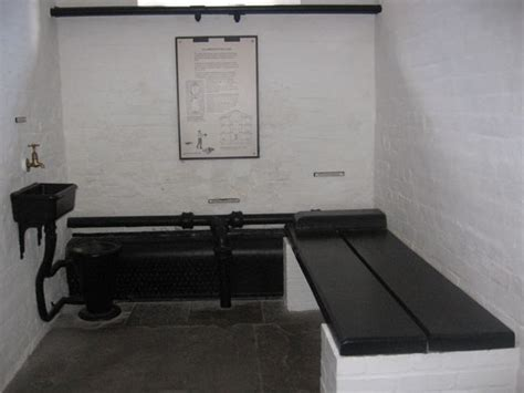solitary confinement room photo