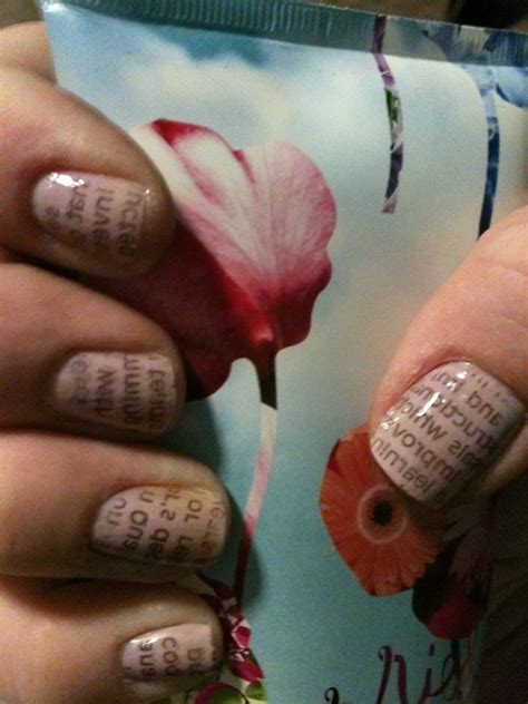 newsprint manicure  magazine newspaper nail nail