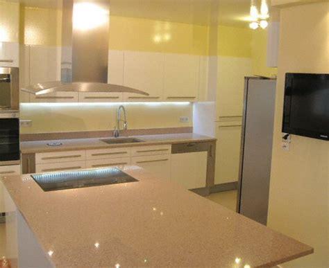 plan de travail cuisine en quartz cuisine plan de travail en lot de cuisine moderne clair