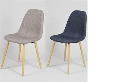 la chaise et bleu chaise scandinave bleu ou gris en tissu et en bois ildra