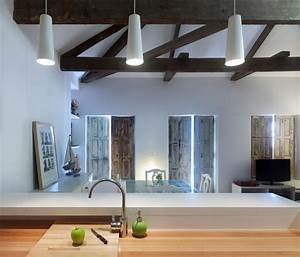 Principeaeurtms box house designed by ua arquitectura for Interior decoration for very small kitchen