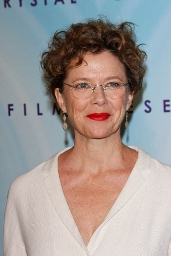 hairstyles annette benings short curly hairstyle